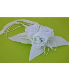 Kwiat z broszką B biały